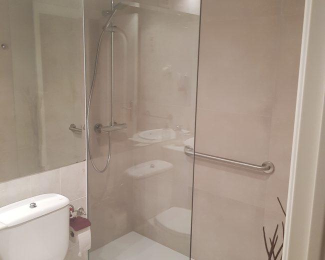Acondicionamiento de baño para personas con poca movilidad. Luisa Muriel. Madrid
